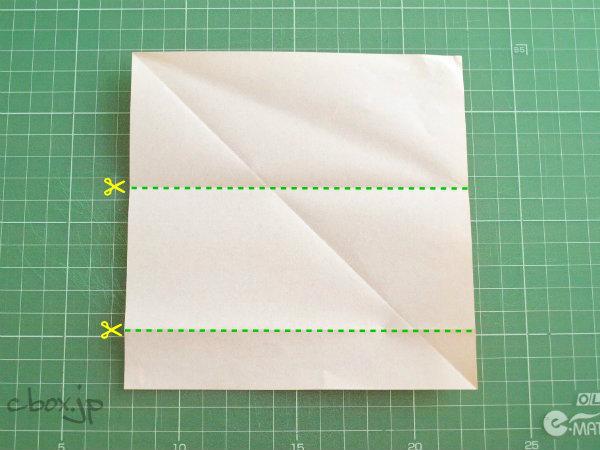 折り紙からほぼ1ドル札サイズを切り出す方法