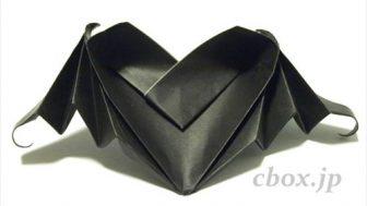 ハロウィンの折り紙「ハート型のコウモリ」